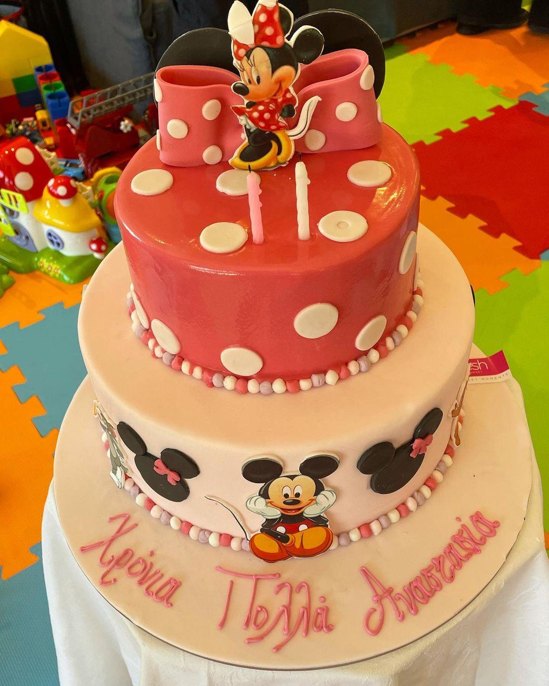 Τα γενέθλια της κόρης της Δουκισσας Νομικού- Η τριώροφη τούρτα και το υπέροχο φόρεμα της μικρής! (εικόνες)