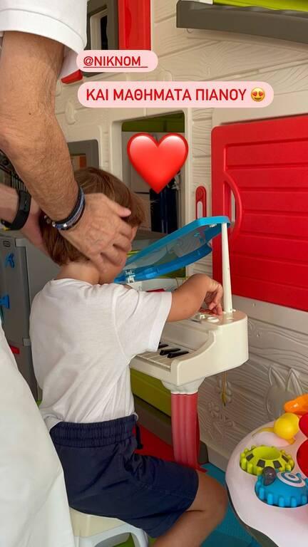 Υπέροχες στιγμές: Ο Νίκος Νομικός παίζει με τα εγγόνια του και η Δούκισσα τους φωτογραφίζει! (εικόνες)