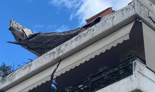 Έπεσε μπαλκόνι πολυκατοικίας στο Χαλάνδρι (εικόνες)
