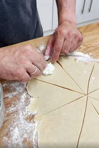 Αυτά τα τυροπιτάκια τα έφτιαξε ο Σάββας Πούμπουρας και έδωσε τη συνταγή- Εύκολη και γρήγορη!